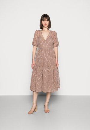 LULU DRESS - Cocktailjurk - brownie