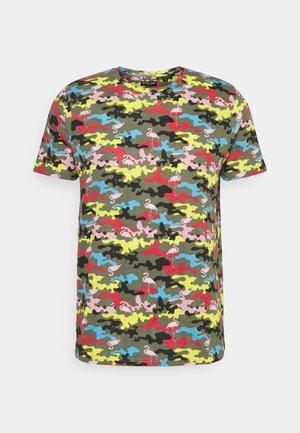 CAMINGO - T-shirt med print - khaki/multi colour