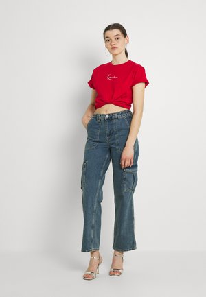 SMALL SIGNATURE TEE - T-shirt med print - red
