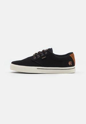 JAMESON  - Skate shoes - black/white