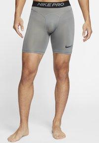 Nike Performance - Pantalón corto de deporte - smoke grey/black - 1