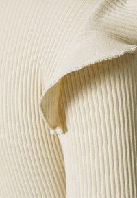 Vero Moda Petite - VMAVA RNECK FRILLS - Long sleeved top - birch - 2