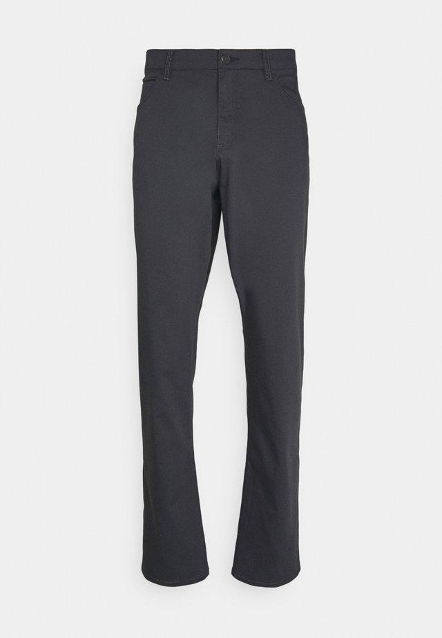 FLEX 5 POCKET PANT - Pantalones - dark smoke grey/wolf grey