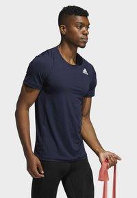 adidas Performance - TURF SS PRIMEGREEN TECHFIT TRAINING WORKOUT COMPRESSION T-SHIRT - Print T-shirt - blue - 2