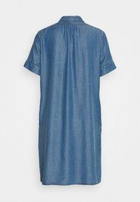 More & More - DRESS - Jeanskjole / cowboykjoler - denim blue - 1