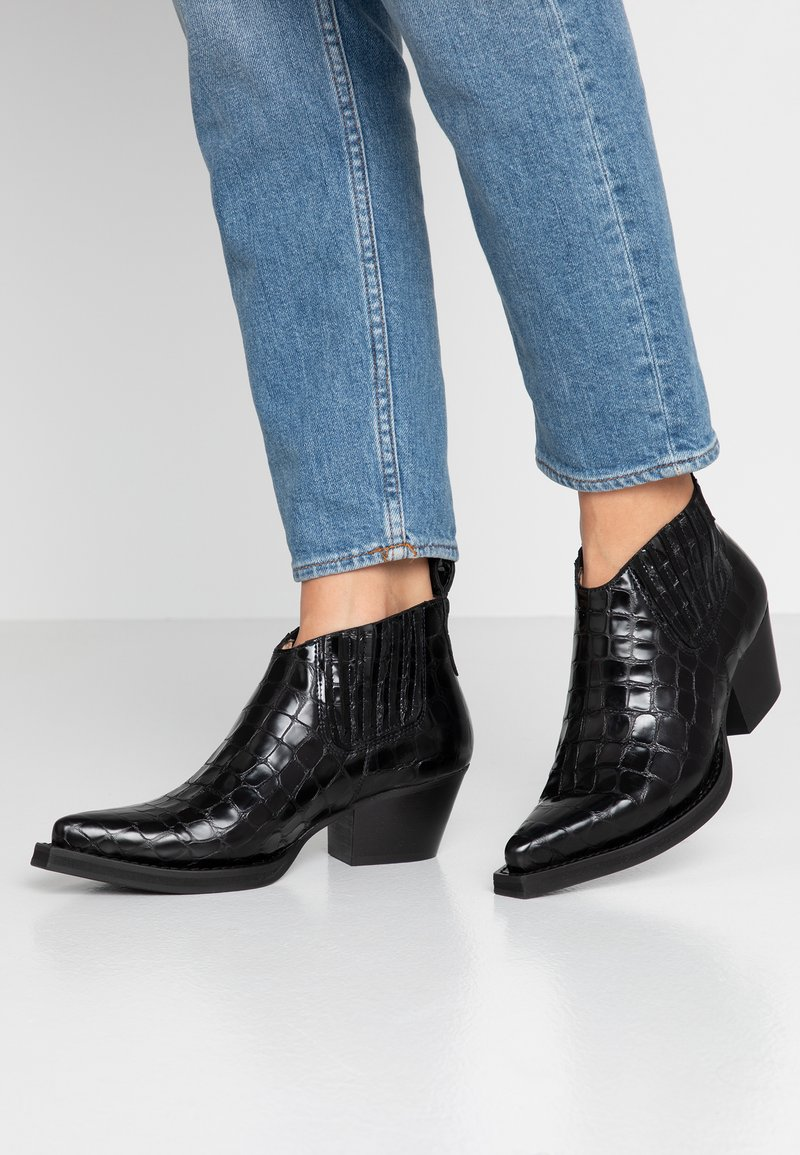 ANGULUS - Ankle boots - black