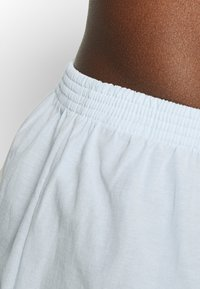 Pier One - 5 PACK - Boxer shorts - dark blue/light blue/white - 6