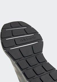 adidas Originals - SWIFT RUN RUNNING-STYLE SHOES - Trainers - white - 7