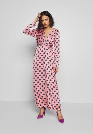 STYLE - Společenské šaty - pink/green