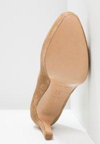 Pura Lopez - High heels - beige - 6