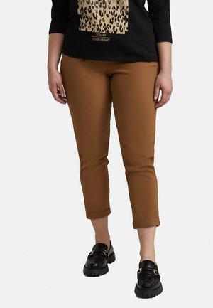 GIACCA PIED DE POULE CON BOTTONI - Pantalon classique - beige