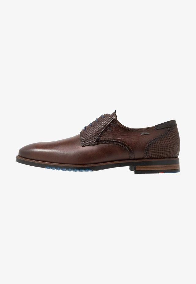 VANSTONE - Elegantní šněrovací boty - tobacco/pacific
