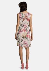 Betty & Co - Day dress - rosa/violett - 1