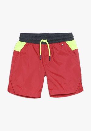 SHORT - Krótkie spodenki sportowe - haute red