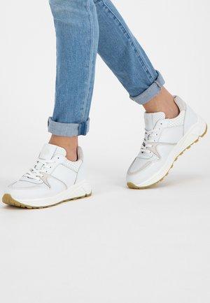 Trainers - white/white
