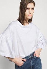 DRYKORN - FIMONI - Print T-shirt - weiss - 3