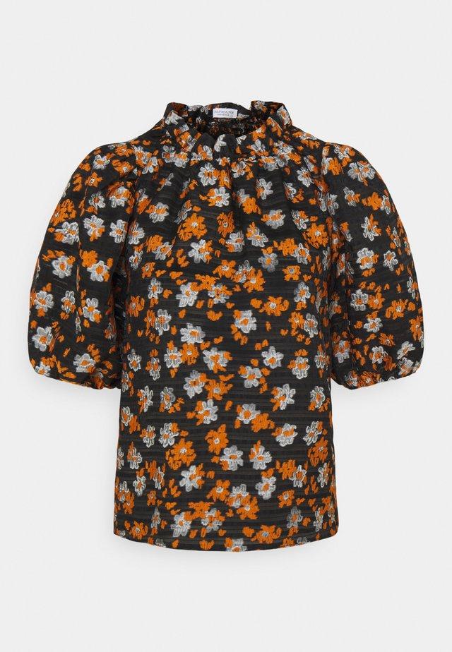 MAUDE - Print T-shirt - mandarin orange