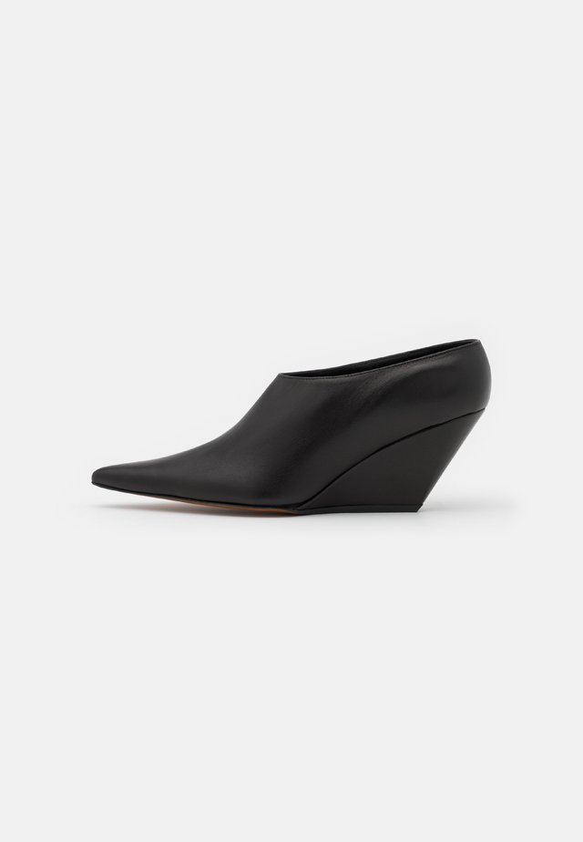 SLANT  - Pumps m/ kilehæl - black