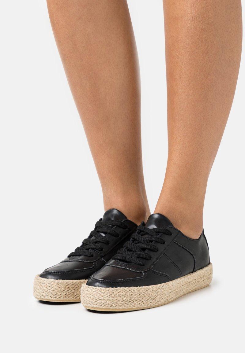 Anna Field - Volnočasové šněrovací boty - black