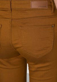 More & More - Trousers - brass - 4