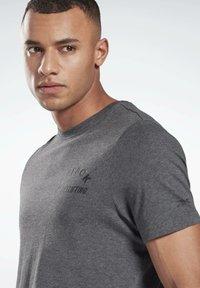 Reebok - REEBOK WEIGHTLIFTING T-SHIRT - T-shirt imprimé - grey - 3