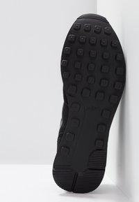 Nike Sportswear - INTERNATIONALIST - Sneakers - black/dark grey - 6