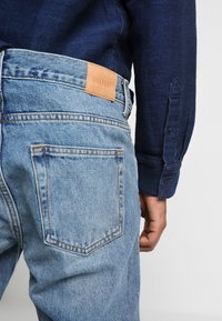 Weekday - SUNDAY CHELSEA - Relaxed fit jeans - blue - 3