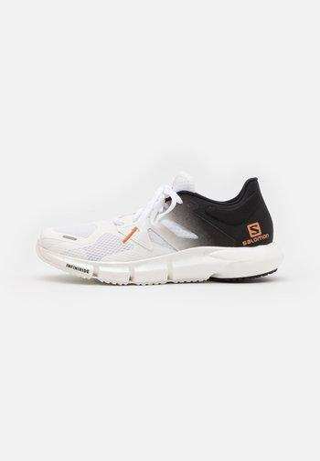 PREDICT2 - Běžecké boty do terénu - white/black