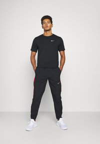Nike Performance - RUN STRIPE PANT - Trainingsbroek - black/university red/silver - 1