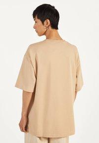Bershka - T-shirts basic - beige - 2