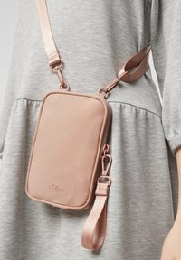 s.Oliver - Across body bag - blush - 2