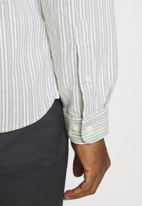 Selected Homme - SLHSLIMMILTON STRIPES - Formal shirt - grey - 5