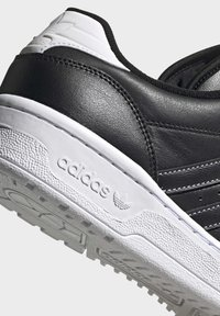 adidas Originals - RIVALRY LOW SHOES - Sneakers laag - black - 6