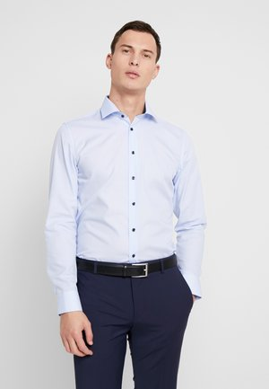 BUSINESS KENT EXTRA SLIM FIT - Business skjorter - light blue