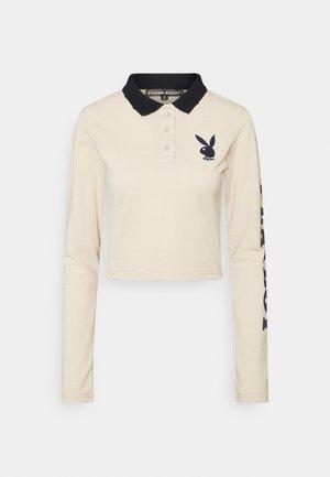 PLAYBOY VARSITY CROP - Polo shirt - stone