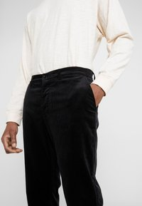 YMC You Must Create - HAND ME DOWN TROUSER - Kalhoty - black - 3