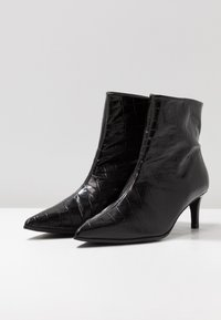 Paco Gil - MARIEL - Classic ankle boots - monterrey black - 4