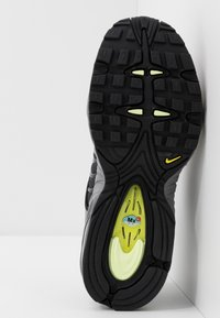 Nike Sportswear - AIR MAX TAILWIND IV SE - Trainers - gunsmoke/barely volt/black/opti yellow - 5