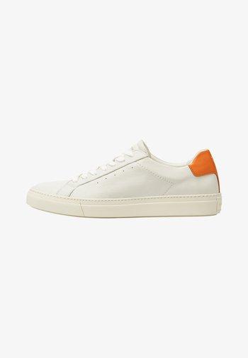 OAK - Sneakersy niskie - offwhite/orange