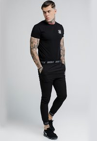 SIKSILK - PERSUIT PANT - Tracksuit bottoms - black - 1