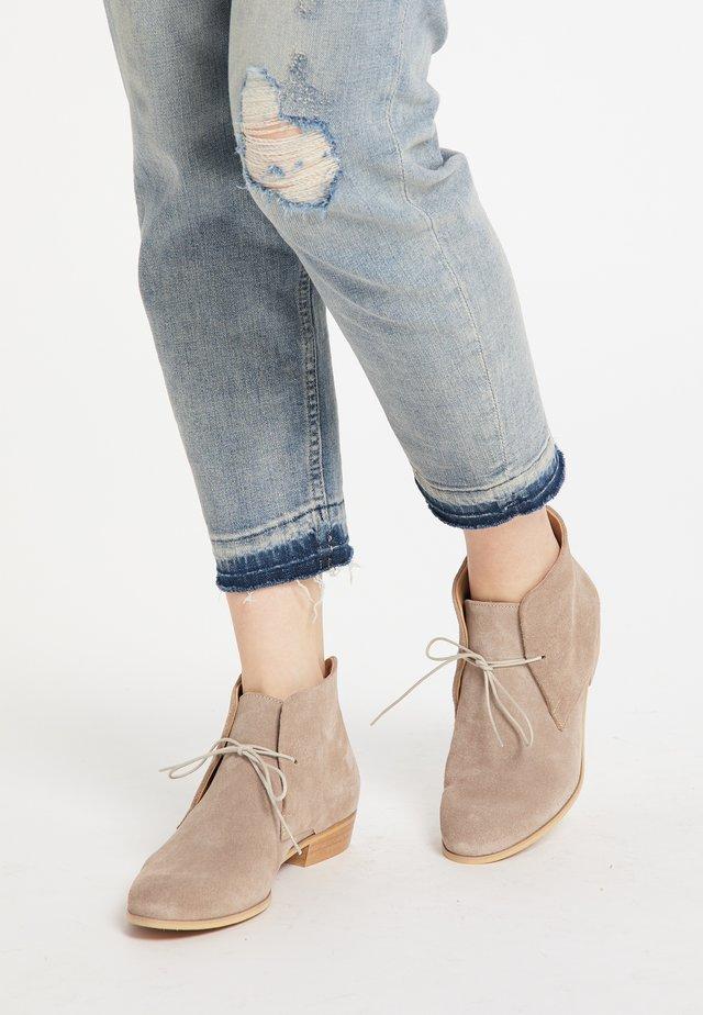 Korte laarzen - dunkelsand