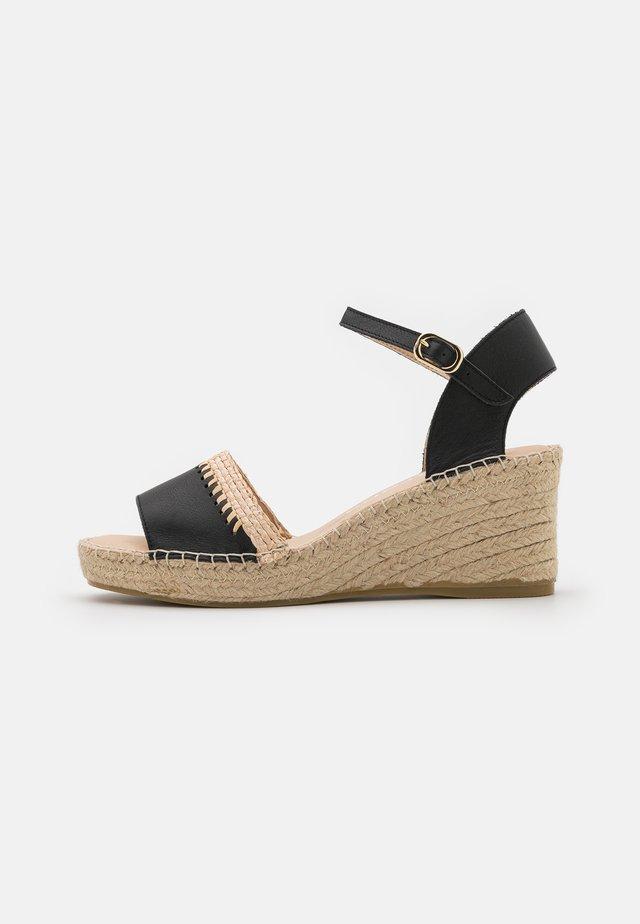 INES - Sandály na platformě - black