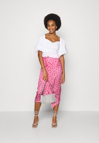 Never Fully Dressed - PINK HEARTS JASPRE SKIRT - Pencil skirt - pink - 1