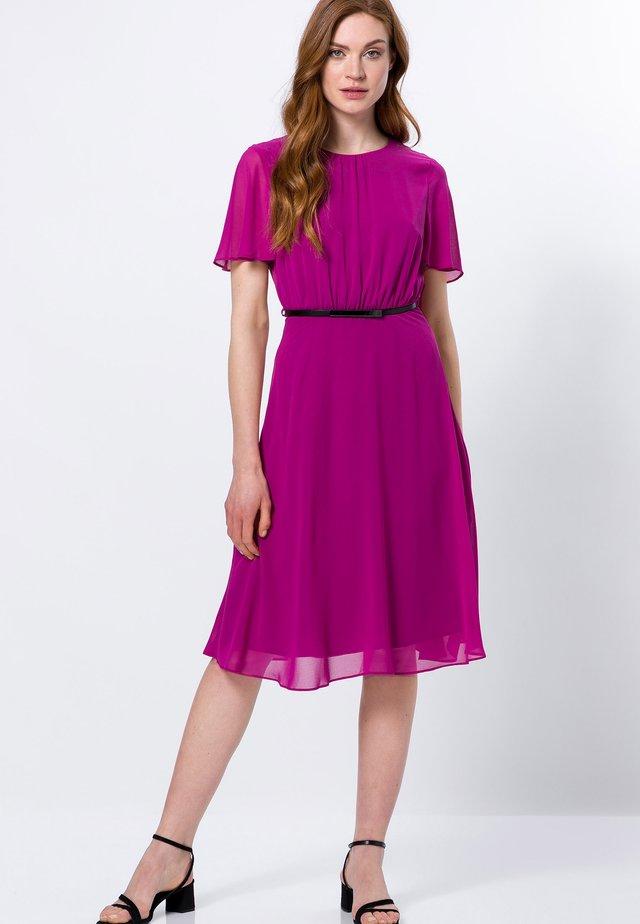 Korte jurk - magenta rouge