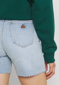Abrand Jeans - CLAUDIA CUT OFF - Jeansshorts - gina - 5