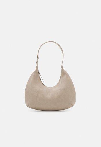 PCULLE SHOULDER BAG - Handbag - birch/silver
