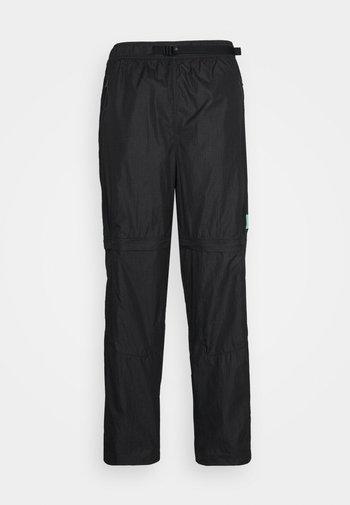 TRACK PANT - Pantaloni sportivi - black/university gold