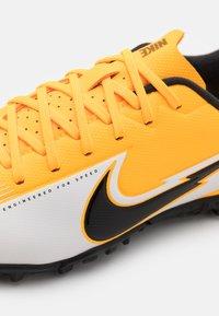 Nike Performance - MERCURIAL JR VAPOR 13 ACADEMY TF UNISEX - Kopačky na umělý trávník - laser orange/black/white - 5