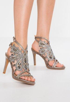 Sandaler med høye hæler - pewter