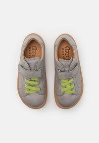 Froddo - BAREFOOT UNISEX - Zapatos con cierre adhesivo - light grey - 3